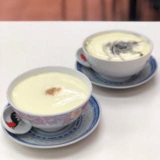 合桃糊燉鮮奶+芝麻糊燉鮮奶 - 位於北角的翠苑甜品專家 (北角) | 香港