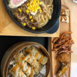 我今天所叫的是一人餐加拼盆,兩位女士分享食才能食完。 - ใน จากร้านAntoshimo Cafe & Bakery (鑽石山) ฮ่องกง