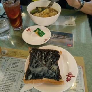 日式出前一丁,黑白多士 - 位於銅鑼灣的喜喜冰室 (銅鑼灣) | 香港