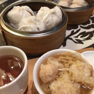 House special wonton noodle soup, cha siu bao, and shrimp dumpling -  中環 / Tasty Congee & Noodle Wantun Shop (中環) 香港