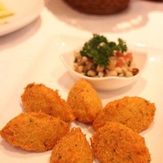 炒馬介休球伴眉豆沙律 (Codfish Dumplings with Black Eye Bean Salad) -  dari Clube Militar de Macau (新口岸) di 新口岸 |Macau