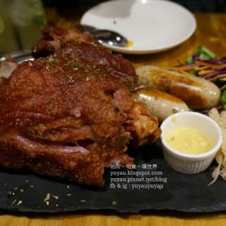 燒德國豬手及腸仔 - 位於筷子基的Cakez Kitchen (筷子基) | 澳門