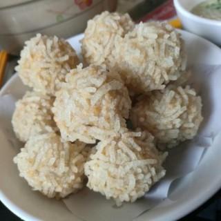 炸鯪魚球 - ใน新馬路 จากร้านEstab De Comidas Ngao Keo Ka Lei Chon (新馬路)|มาเก๊า