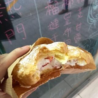 抺茶蛋卷、Tilamisu泡芺、朱古力泡芙、士多啤梨泡芙、榴槤肉泡芙、芝士撻、 -  dari Payton's Pastry (東望洋) di 東望洋 |Macau