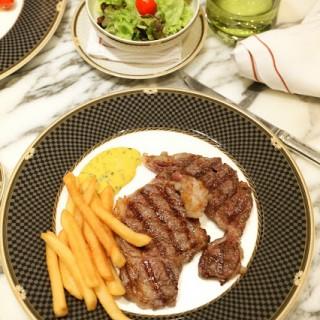 肉眼扒配蛋黃醬及薯條 -  dari The Ritz Carlton Cafe (路氹城) di 路氹城 |Macau