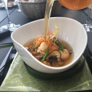 湯類 - 木魚清湯伴大蝦及鮮薑 -  dari Robuchon au Dome (南灣) di 南灣 |Macau