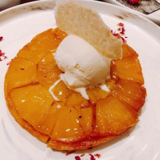 焗菠蘿雪糕批 -  dari La Chine (路氹城) di   Macau