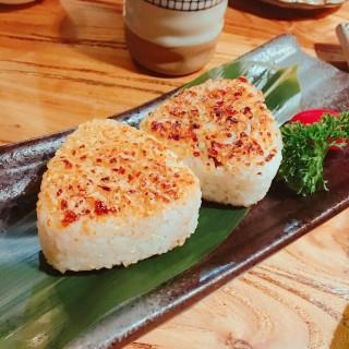 烤鰻魚飯糰 -  dari Daruma Cafeteria (筷子基) di 筷子基 |Macau