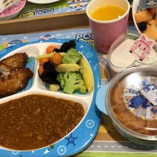 兒童餐 -  dari POLI CAFE (望廈) di 望廈 |Macau