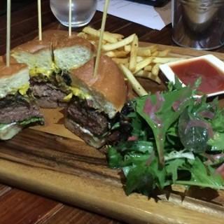 Seasons Cheese Burger - 位於Somerset的Seasons Bistro (Somerset)   新加坡