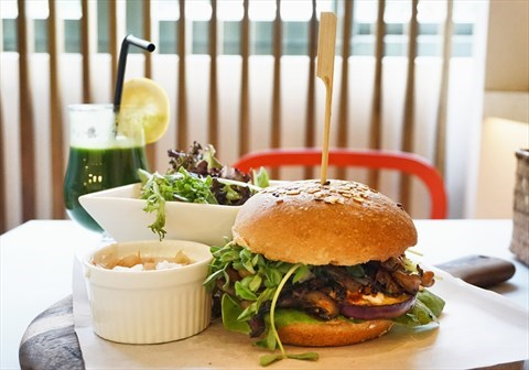 Vegetarian Burger - The Living Cafe - Burgers and Sandwiches - 武吉知馬 - Singapore