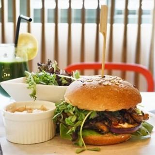 Vegetarian Burger - Bukit Timah's The Living Cafe (Bukit Timah)|Singapore
