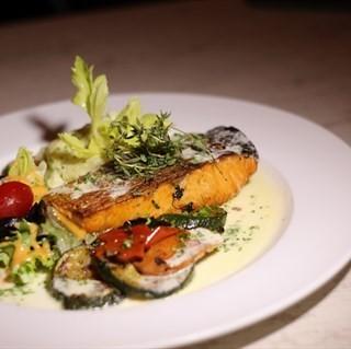 Grilled Salmon - ในJalan Besar จากร้าน1 Tyrwhitt Bistro & Bar (Jalan Besar)|สิงคโปร์