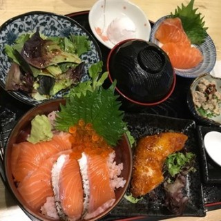 Salmon  Set  Lunch - 位於Jurong East的En酒場 (Jurong East) | 新加坡